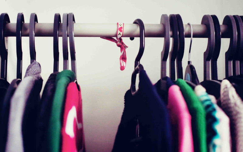 Ein kleiner Blick in meinen Kleiderschrank und warum ein Geschenkband auf einmal wichtig für mich ist