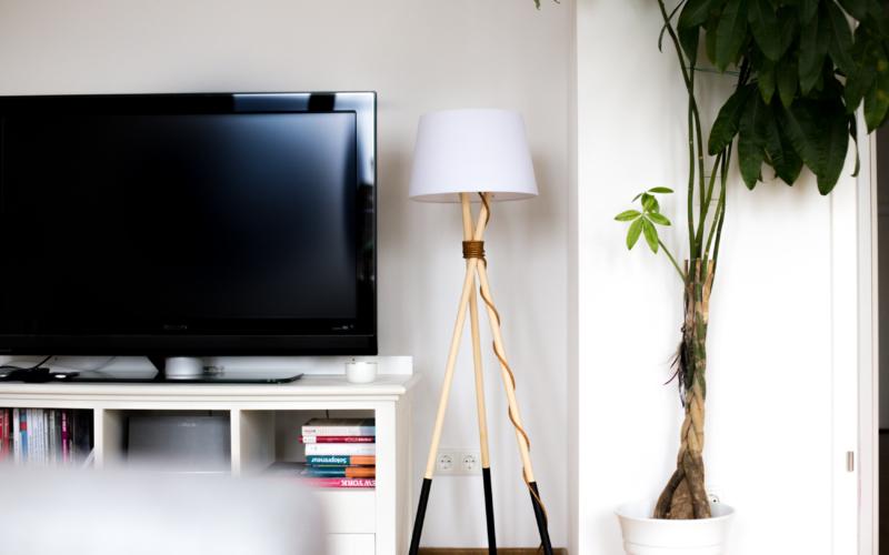 DIY – Stehlampe aus Holz