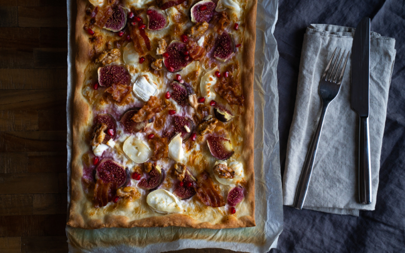 20 Minuten Deluxe-Flammkuchen – mit Feigen, Ziegenkäse und karamellisierten Walnüssen