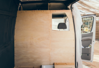 Camper Umbau Teil 4: Neue Trennwand einbauen