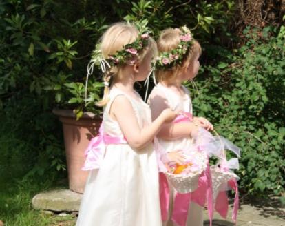 Blumenmädchen mit selbst genähten Kleidern