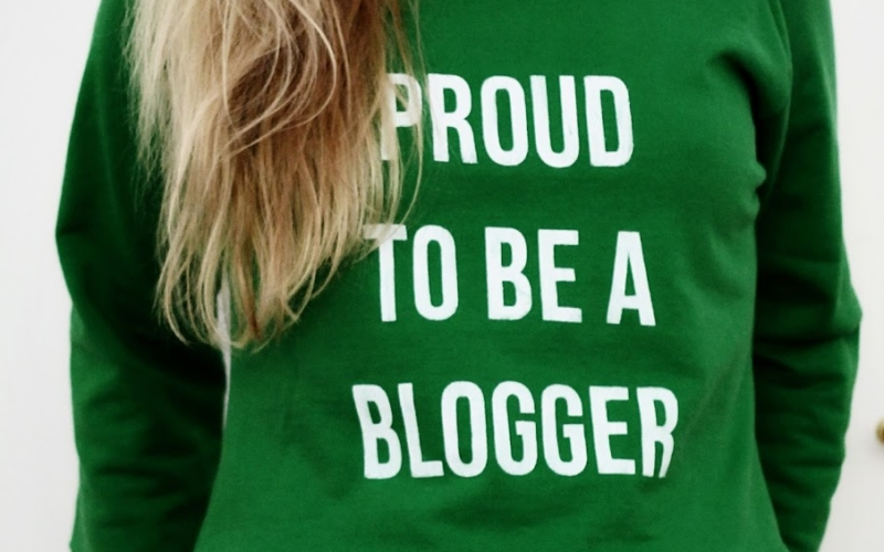 Proud to be a Blogger Pulli