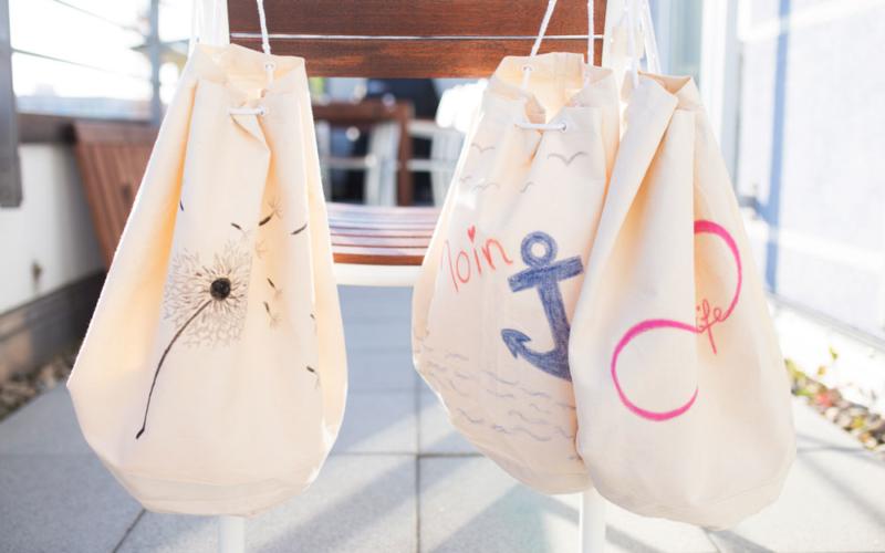 Seesäcke mit Stoffmalkreiden verschönern – nicht nur etwas für Kinder