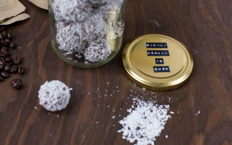 Rezept für Schokoladen-Kokosbällchen mit Espresso
